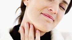 9 CÁCH GIẢM ĐAU HỌNG HIỆUQUẢ Đau họng có thể là dấu hiệu đầu tiên của cảm lạnh hoặc một bệnh lý nghiêm trọng hơn như viêm họng. Dù là nguyê...