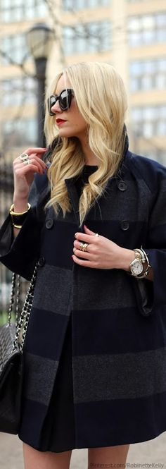 Street Style - New York City chic - beautiful coat (=)