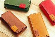 牛革 4連レザーキーケース Leather Carving, Leather Art, Leather Design, Leather Key Holder, Leather Wallet, Leather Bags Handmade, Leather Projects, Small Leather Goods, Cloth Bags