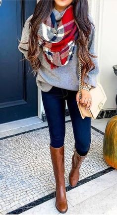 20 Gorgeous Fall Scarf To Wear ASAP Chic cozy grey sweater fall outfits street style outfit Stylish simple dark skinny jeans outfit spring fashionable ootd Cool casual wi. Casual Winter Outfits, Spring Outfits, Trendy Outfits, Spring Skinny Jeans Outfits, Casual Bags, Dress Casual, Cute Jean Outfits, Outfits With Boots, Cute Outfits For Fall