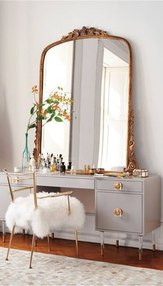 What a pretty little vanity