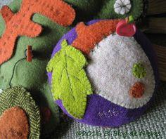 El Blog de Nieves. Wool acorn pincushion lana wool neddlebook Patchwork Quilting applique
