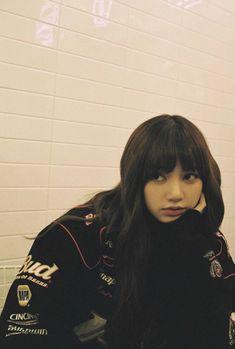 lisa, blackpink, and rose image Blackpink Lisa, Jennie Lisa, Kpop Girl Groups, Korean Girl Groups, Kpop Girls, Kpop Tumblr, Cute Gifs, Rapper, Lisa Blackpink Wallpaper