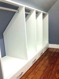 1001 idea for a walk-in closet id e-de-meuble-sous-pente-armoire-sous-pente-avec-des-tiroirs-id e-comment-ranger-ses-v tements furniture-idea-under-slope-fold under the roof-with-drawers-idea-how put-his-clothes Attic Bedroom Closets, Attic Bedroom Storage, Attic Bedroom Designs, Loft Storage, Attic Closet, Attic Bathroom, Closet Designs, Closet Bedroom, Eaves Storage