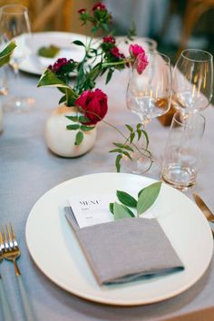 La Tavola Fine Linen Rental: Tuscany Natural with Tuscany Natural Napkins | Photography: Alison Yin Photography, Planning & Design: Dream A Little Dream Events, Florals: This Humble Abode, Venue: The Pearl SF, Paper Goods & Calligraphy: Aerialist Press and Crush papers, Lighting: Got Light, Rentals: Bright Event Rentals and Standard Party Rentals