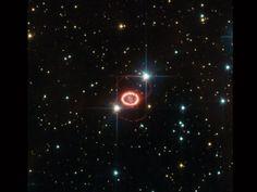 ¿Qué está causando estos anillos impares en la supernova 1987A? Hace veinticinco años, en 1987, la supernova más brillante en la historia reciente se ha visto en la Gran Nube de Magallanes. En el centro de la imagen se ven los restos de la explosión violenta de una estrella. Alrededor del centro son curiosos anillos exteriores que aparecen como una figura plana. A pesar del Telescopio Espacial Hubble para monitorear los curiosos anillos , su origen sigue siendo un misterio.