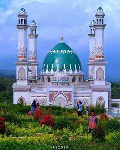 Islamic Architecture, Art And Architecture, Medina Mosque, Beautiful Mosques, Moorish, Middle East, Taj Mahal, Temple, Around The Worlds