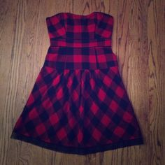 AE sweetheart dress American Eagle sweetheart neckline dress. Red and black checkered with an adorable black ruffle tulle detail to the back. Size 2. A form fitting corset with a flowy bottom. This is an amazing dress but I outgrew it. In amazing condition as I only wore it twice. Willing to bundle with other items for a discount! American Eagle Outfitters Dresses Midi