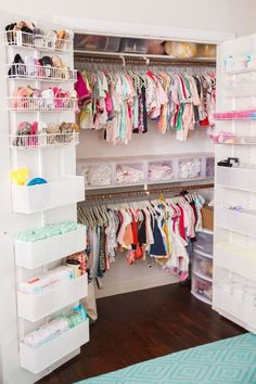 Keep your baby's nursery organized with these 11 clever and stylish nursery organization ideas. Related posts:disney baby nursery ideasDecorate your baby girl's nursery beautifully with these light colors: blush. Baby Bedroom, Baby Room Decor, Girls Bedroom, Room Baby, Trendy Bedroom, Baby Room Design, Twin Baby Rooms, Twin Girl Bedrooms, Girls Room Design