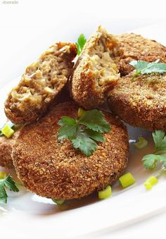 So Easy Salmon Patties Veggie Dishes, Tasty Dishes, Salmon Patties Recipe, Vegas, Vegetarian Recipes, Healthy Recipes, Hungarian Recipes, Vegan Kitchen, Clean Eating Recipes