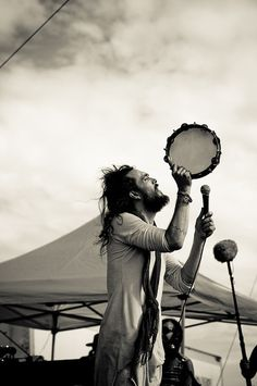 Alexander of Edward Sharpe & the Magnetic Zeros.  What a lovely shot :)
