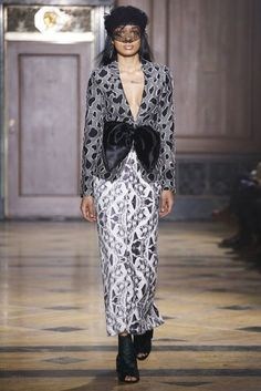 Sophie Theallet Fall 2016 Ready-to-Wear Collection Photos - Vogue High Fashion, Fashion Beauty, Fashion Show, Sophie Theallet, Vogue, Fall 2016, Lace Skirt, Ready To Wear, How To Wear