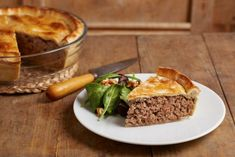 How do I make a tourtiere? This is the most delicious and authentic french meat pie recipe! A holiday classic this is the best Tourtiere Recipe. French Meat Pie, Canadian Dishes, Canadian Recipes, Canadian Cuisine, Canadian Food, Cheeseburger Pie, Holiday Baking, Christmas Baking, Recipes