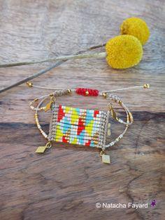 Estilo étnico chic y gráficos para esta pulsera tejida micro macrame y cuentas japonesas miyuki delica de granos de la semilla. Multicolores y doradas, las tendencias de primavera verano de 2016. Diseñado y fabricado en Francia, Francés diseñadora de joyas.  Embalado en una bolsa de tela a mano. Perfecto para un regalo.  Para tus regalos, puedo añadir una tarjeta de felicitación, así como un mensaje. En contacto conmigo en el momento de la orden.  Envío libre con tracking en Francia…