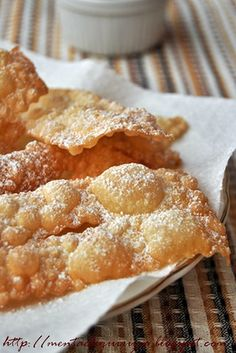 Frappe or chiacchiere (also called angels' wings). Chiacchiere are typically made at Carnevale time in Italy. Italian Cookies, Italian Desserts, Fun Desserts, Italian Recipes, Biscuits, Italian Bakery, Carnival Food, Muffins, Sweet Little Things