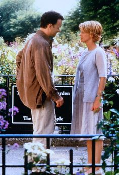Meg Ryan style in You've Got Mail Joe (Tom Hanks), Kathleen (Meg Ryan) ~ You've Got Mail (1998) ~ Movie Photos #amusementphile