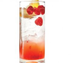 Ingredients: 6 fresh raspberries oz maple syrup 2 oz Victoria gin oz fresh lemon juice 1 can club soda Party Drinks Alcohol, Summer Cocktails, Summer Parties, Cocktail Drinks, Cocktail Recipes, Alcoholic Drinks, Cocktail Ideas, Cocktail Shaker, Drink Recipes
