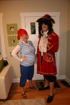 smee and captain hook funny pregnancy costume - Pregnant Mom Halloween Costume