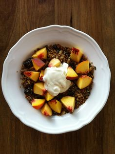 I'm usually not keen on breakfast cereals- the ones with wheat in leave that nasty bloated feeling and the ones without usually aren't very satisfying. However this was a really lovely yummy breakf...