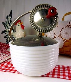 vintage mayonnaise mixer - I love the vintage rooster in the back ground. Retro Kitchen Appliances, Vintage Appliances, Kitchen Mixer, Vintage Kitchenware, Kitchen Cupboard, Kitchen Items, Kitchen Utensils, Kitchen Gadgets, Vintage Antiques