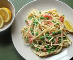Smoked Salmon Pasta: 322 Kcals Per Serving Smoked Salmon Pasta, Fish Dishes, Light Recipes, Spaghetti, Nice Things, Eat, Cooking, Ethnic Recipes, Food