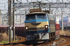 昨夏以来となる、EF66 27号機の牽引が実現した。 4月1日から2日にかけて、EF66 27号機が石灰石輸送貨物(5783~5782~5781~5780)を牽引した。全国的にも希少となっている石灰石輸送貨物であるが、今春のダイヤ改正後も定期便は吹田機関区EF66の運用と変更はなく、これからもEF66 0番代が赤ホキを牽引する姿を見ることができそうだ。なお、この運用をEF66 27号機が牽引するのは昨夏以来と思われる。  /東海道本線 枇杷島―清洲 26.04.01 Ugai Teruyuki.jpg