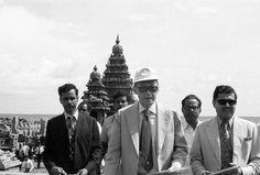 1978: Singapore PM Lee Kuan Yew visits the Rock Temples in Mahabalipuram.