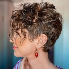 Curly Pixie Hairstyles, Haircuts For Curly Hair, Short Pixie Haircuts, Haircuts With Bangs, Undercut Pixie, Curly Hair Styles, Thick Hair Pixie, Curly Pixie Cuts, Pixie Cut With Bangs