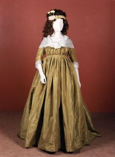 Dress, Britain, 1795-1800. National Museums of Scotland.