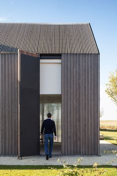 Farmhouse Burkeldijk and fortress Hazegras in Knokke by Govaert & Vanhoutte Architects