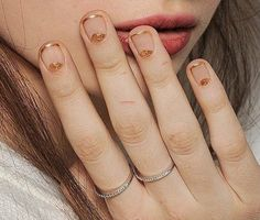 20 Anti-Basic Bridal Nails Neutrals are often the go-to for matrimonial manicures, which, if you ask us, can be a bit yawn. Nail art can unlock super fun, playful. Nagellack Design, Nagellack Trends, Cute Nails, Pretty Nails, Nail Art Designs, Nail Design, Moon Nails, Half Moon Manicure, Gold Tips