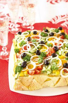 Texmex-voileipäkakku | K-Ruoka Sandwiches, Sandwich Cake, Sandwich Recipes, Mexican Potluck, Savoury Cake, Tex Mex, Fajitas, Vegetable Pizza, Pinwheels