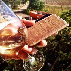 #Fashion #geek  #Repost from @vickywine #vin #liege #wine #cork --- La coque iPhone en liège ;-). Ma première photo pour le concours instagram avec @Planète Liège - à gagner une place au #Vinocamp Portugal. À vos lièges ! #planeteliege