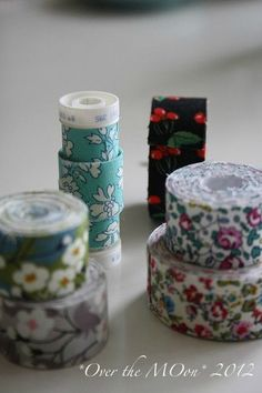 faire son masking tape avec des chutes de tissus Masking Tape, Washi Tape, Textiles Techniques, Techniques Couture, Diy Organisation, Fabric Tape, Idee Diy, Couture Sewing, Sewing Accessories