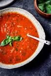 Homemade roasted tomato basil soup with fresh tomatoes, garlic, olive oil and caramelized onions. Delicious, flavorful and the best way to use up garden tomatoes! You'll never want to go back to the canned stuff after you try this. Roasted Tomato Basil Soup, Roasted Tomatoes, Tomato Basil Soup Crockpot, Fresh Tomato Soup, Tomato Basil Pasta, Lunch Recipes, Healthy Dinner Recipes, Soup Recipes, Vegan Meals