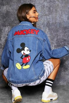 Disney Mickey Graphic Denim Jacket - boohoo, denim, jeans, how to wear jeans, how to wear denim How To Wear Denim Jacket, Jean Jacket Outfits, Denim Outfit, Painted Denim Jacket, Painted Jeans, Painted Clothes, Denim Kunst, Mickey Disney, Cute Disney Outfits