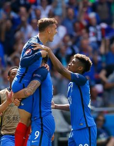 Players of France celebrate after scoring a goal during the UEFA Euro 2016 Round of 16 football match between France and Ireland at the Stade de Lyon. Antoine Griezmann, France Euro, Uefa Euro 2016, Soccer Teams, National Football Teams, World Football, European Championships, Football Match, Ex Husbands