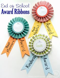 Create some darling End of School award ribbons to celebrate all the kids hard work this year! Paper Ribbon, Diy Ribbon, Diy For Kids, Gifts For Kids, Kids Awards, School Badges, Make School, Sunday School, High School