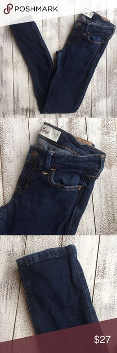 "HOLLISTER SKINNY JEANS 👖 HOLLISTER skinny jeans. Size 0R. Very good condition. Stretchy.  Waist 13"" Inseam 29"" Length 37"" Hollister Jeans Skinny"