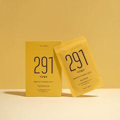 "65 mentions J'aime, 1 commentaires - 29CENTIMETER (@29centimeter) sur Instagram: ""콩을 이용한 순 식물성 제품을 만드는 소미노와 29CM가 만나 새롭게 선보이는 건강 간편식 이구일식. 바나나분말과 향이 첨가되어 기존 제품보다 더욱 친근한 맛으로 돌아왔어요.…"" Pouch Packaging, Beauty Packaging, Cosmetic Packaging, Print Packaging, Food Packaging, Packaging Design, Photoshop Photography, Bottle Design, Box Design"