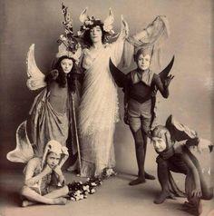 Edwardian Halloween Costume Photo - classy and creepy! Retro Halloween, Halloween Fotos, Vintage Halloween Photos, Halloween Pictures, Fall Halloween, Halloween Costumes, Victorian Halloween, Fairy Costumes, Happy Halloween