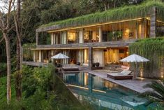 Architecture firm Word Of Mouth, have designed the 'Chameleon Villa', a multi-level home that's located in the southwest coastal area of Bali, Indonesia. Bali home decor Luxury Homes Exterior, Design Exterior, Cabinet D Architecture, Modern Architecture, Industrial Architecture, Residential Architecture, House Bali, Jungle House, Forest House