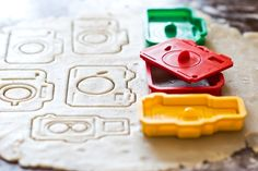 The Camera Cookie Cutter Set.love the idea of camera cookies as my kiddie reward instead of M's! Casa Disney, Fotografia Tutorial, Gifts For Photographers, Photographer Gifts, Perfect Cookie, Cookie Cutter Set, Cookies Et Biscuits, Cookie Decorating, Decorating Supplies