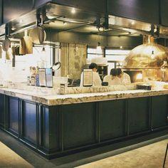 Italian urban bistro THE PLACE . #italianrestaurant #cheflife #chefdaily #bistro #pasta #cheese #pizza #dessert #wine #binner  #tomatopasta #chefhat #chefwear #restaurant  #interior #seoul #coex #amont