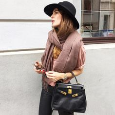Pretty @lenaterlutter with her Juan Aldama top !