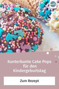 Wenn es nach unseren Kindern geht, sollte Essen möglichst bunt und süß sein. Und unsere Cake Pops mit knalligen Zuckerstreuseln erfüllen diese Vorgaben auf den Punkt. #kindergeburtstag #cakepops #lecker #yummy #geburtstag #feiern #kuchen #selbermachen #selbstgemacht #DIY #doityourself #rezept #vorbereitung #kinder #familie #family #gemeinsam #freizeit #hobby #alltagmitkindern #lebenmitkindern #familienleben #vereintimchaos #homemade #kleinkind #spaß #children #anleitung #tutorial #sogehts