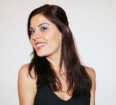 maquillage argenté Sweet Makeup, Make Up, Beautiful, Blue, Soft Makeup, Makeup, Beauty Makeup, Bronzer Makeup