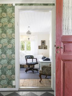 This could easily be the view coming in our front door. Swedish Interiors, Cottage Interiors, Swedish Farmhouse, Farmhouse Style, Comin Home, Funky Wallpaper, Cottage Wallpaper, Sweden House, Country House Interior