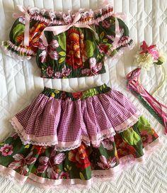 "Fio De Rosa 🌷 on Instagram: ""É lindo demais!!!!!😍😍😍 #festajunina #love #instastyle #looks #lookdodia #arraiá #charraiá #arraia #talmaetalfilha"" Suit Fashion, Kids Fashion, Fairytale Dress, Country Dresses, Festival Looks, Crochet Round, Easter Dress, Beautiful Children, Suits For Women"