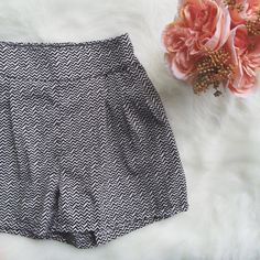 •Black & White Chevron Print Shorts• Super comfortable dressy shorts worn 1x!     →Size: XXS (I'm a 24/25 waist , fits great!)  →Color/Print: Black & White Chevron Pattern  → 100% Polyester  →Worn 1x →Shorts with elastic band (super easy to get on and off). Two deep pockets, as well.  →No trades(comments will politely be ignored). →10% off 2+ items American Eagle Outfitters Shorts